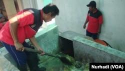 Sampah buah penghasil biogas untuk menggerakkan generator listrik di Pasar Gamping, Yogyakarta. (Foto:VOA/Nurhadi)