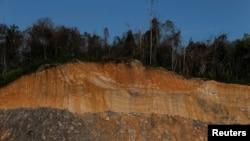 Tambang batu bara mengakibatkan kerusakan lingkungan dekat Samarinda, provinsi Kalimantan Timur (foto: ilustrasi).