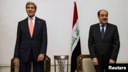 존 케리 미국 국무장관(왼쪽)이 23일 바그다드에서 누리 알말리키 이라크 총리와 회담했다.