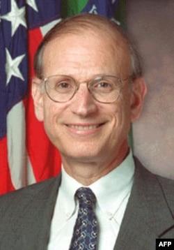 美国财政部前副部长艾森施塔特