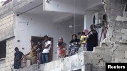 Các ngôi nhà bị hư hai vì đạn pháo của lực lượng thân chính phủ Syria