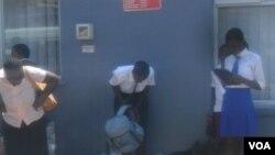 Udaba lwendleko yokuphindela esikolo siluphiwa nguAlbert Ncube