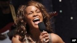 Whitney Houston oo Geeriyootay