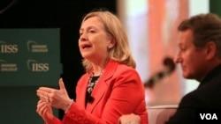 La jefa de la diplomacia estadounidense, la secretaria de Estado, Hillary Clinton, se reune con los canciller de Canadá y México.
