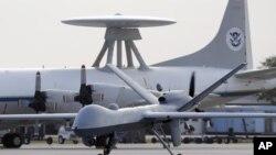 Sebuah pesawat tak berawak (Drones) di pangkalan udara Angkatan Laut di Corpus Christi, Texas (Foto: dok). Tim jaksa di negara bagian Oregon, AS menjatuhkan tuduhan kepda dua warga Tiongkok atas konspirasi pencurian teknologi tinggi untuk misil dan sistim radar.