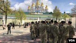 Киев, 23 апреля, 2017 года. Представители различных конфессий участвовали в молитве в память о погибших украинских воинах