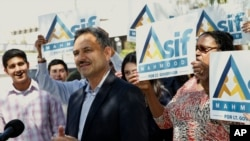 Dr. Asif Mahmood, a physician who came to the U.S. from Pakistan, announces he is joining the 2018 race for California's lieutenant governor in front of the downtown federal building that houses a U.S. Immigration and Customs Enforcement field office in Los Angeles, March 29, 2017.