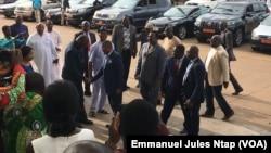 Joseph Dion Nguté, Premier ministre, a visité la salle des séances plénières du Palais des congrès à Yaoundé, le 29 septembre 2019. (VOA/Emmanuel Jules Ntap)