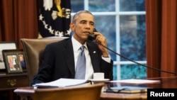 Başkan Barack Obama, telefonla görüştüğü Cumhurbaşkanı Recep Tayyip Erdoğan'la Başika'daki Türk askerleriyle ilgili Irak hükümetiyle yaşanan anlaşmazlığa değindi, Türkiye'ye askerlerini Irak'ın kuzeyinden çekme çağrısı yaptı.