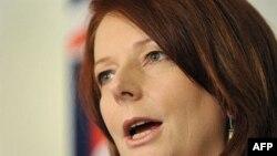 澳大利亚首位女总理吉拉德在记者会上演讲