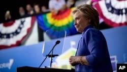 民主党总统候选人希拉里在佛罗里达州威尔顿庄园的竞选集会上(2016年10月30日)