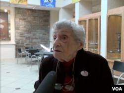 92岁选民爱玛•豪斯纳(美国之音诗萌拍摄)