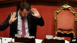 Naibu Waziri Mkuu wa Italia Matteo Salvini akihutubia baraza la seneti Italia