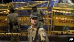 9月8号印度新德里警察突击队守卫在星期三爆炸现场