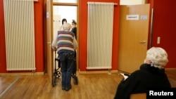 Щеплення в Німеччині, де програму вакцинації від коронавірусу також почали зі щеплення людей похилого віку та осіб з проблемами здоров'я.