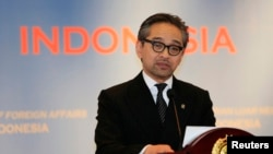 Indonesian Foreign Minister Marty Natalegawa delivers a speech at his office in Jakarta, Jan. 7, 2014.