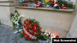Bakıda Parisdəki terror qurbanları anılır