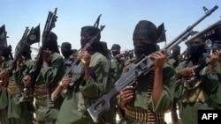 Phủ nhận sự kiện có nạn đói, các phần tử Hồi Giáo tranh đấu al-Shabab thường xuyên đe dọa các tổ chức cứu trợ