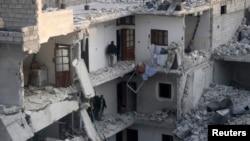 敘利亞阿勒頗民居1月19日遭空襲後的情景。