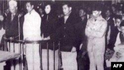 Phiên tòa tại Hà Nội (19/01/1960) xét xử vụ Nhân Văn Giai Phẩm. Từ trái sang phải: Nguyễn Hữu Đang, Trần Thiếu Bảo, Thuỵ An, Phan Tại và Lê Nguyên Chí