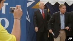 John McCain y Lindsay Graham se han unido a los llamados de los demócratas para revisar los reportes de intervención rusa en las elecciones presidenciales.