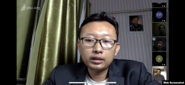 """Ketua Bidang Advokasi YLBHI, Muhammad Isnur dalam diskusi daring soal """"Perpres Tentang Tugas TNI Dalam Mengatasi Aksi Terorisme"""". Kamis 14 Mei 2020. (Screenshot)."""