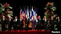 Barack Obama junto a los presidentes que participaron en la cumbre del SICA en San José, Costa Rica.