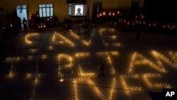 2011年10月8号流亡印度的藏人用烛光纪念今年死于自焚的藏人