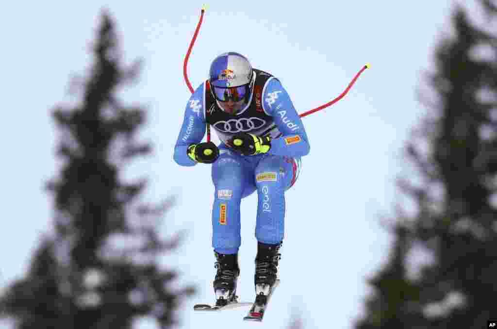 «دومنیک پاریس» اسکی باز ایتالیایی در مسابقات جهانی اسکی در سوئد.