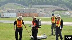 Cпециалисты проводят обследование почвы на базе Camp Carrol в Южной Корее. 2 июня 2011 года