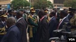 UMongameli Robert Mugabe ubingelela abaqondisi bezomvikela, amapholisa lebutho leZimbabwe.