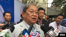 Khieu Kanharith, minister of Information, talked to reporters at Department of Media and Communication (DMC) during 15-year anniversary celebration on December 20, 2016. (Kann Vicheika/VOA Khmer)