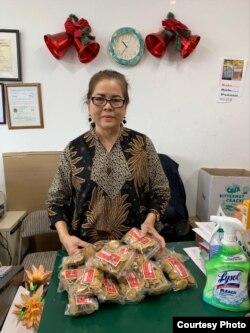 Linda Campbell pemilik Indonesian and Asian Grocery Store di Maryland, AS dengan pesanan temulawak (dok: pribadi)