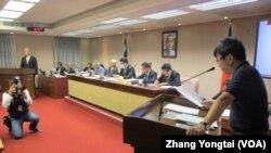 台湾立法院内政委员会5月6号质询的情形(美国之音张永泰拍摄)