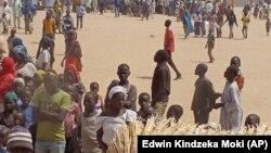 Des réfugiés qui ont fui leurs maisons à cause des violences des comabttants islamistes de Boko Haram dans un camp des réfugiés à Minawao, Cameroun, le 25 février 2015.
