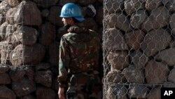 Hôm nay, Liên Hiệp Quốc cho biết 40 binh sĩ của Lực lượng gìn giữ hòa bình vẫn còn bị tấn công gần biên giới Syria - Israel.