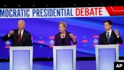 រូបឯកសារ៖ បេក្ខជនប្រធានាធិបតីពីបក្សប្រជាធិបតេយ្យលោក Joe Biden លោកស្រី Elizabeth Warren និងលោក Pete Buttigieg ស្ថិតនៅក្នុងការជជែកដេញដោល។