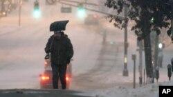 Sneg u Englvudu u Nju Džerziju, 17. decembar 2020. (Foto:AP/Seth Wenig)