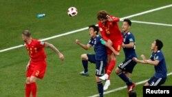 Quả đánh đầu của Marouane Fellaini giúp Bỉ gỡ hòa 2-2 trước đội Nhật.