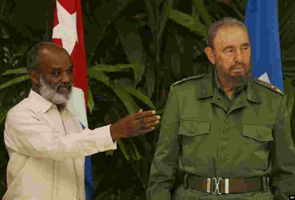 President-elect of Haiti Rene Preval speaks with Cuban President Fidel Castro at the Revolution Palace in Havana, Cuba, Thursday, April 13, 2006. Preval was invited by Castro to visit Cuba.(AP Photo/ Javier Galeano)