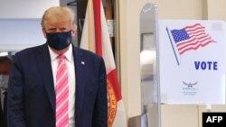 Tổng thống Donald Trump bỏ phiếu sớm tại West Palm Beach, Florida, ngày 24/10/ 2020.