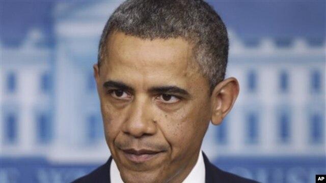 Presiden Amerika Barack Obama telah menandatangani rancangan undang-undang yang menaikkan pajak pendapatan bagi warga kaya Amerika dan mempertahankan pemotongan pajak bagi golongan menengah (Foto: dok).