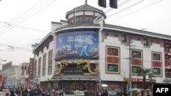 """世博会吉祥物""""海宝""""的形像在上海随处可见"""