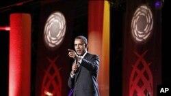 """美國總統奧巴馬星期天在檀香山表示﹐對伊朗的制裁正在產生""""巨大成效""""。"""