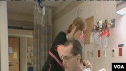 Seorang pasien penyakit Paru Obstruktif Kronis (COPD) sedang menjalani perawatan.
