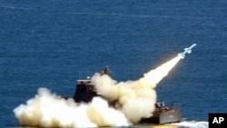 图为台湾雄风2型舰-舰导弹2003年资料照