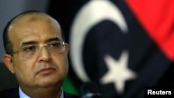 Phó Thủ tướng Libya Awad al-Barassi trong cuộc họp báo tại Benghazi, ngày 3/8/2013.