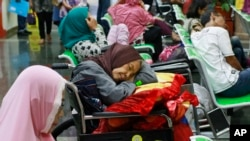 Wagonjwa wakisumbiri hospitalini Indonesia baada ya mfumo wa hospitali kuathiriwa na udukuzi.