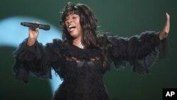 Donna Summer, llamada la Reina de la Música Disco, dejó de existir a la edad de 63 años.