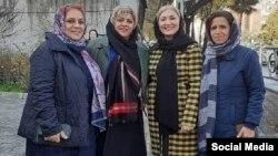 از راست: اکرم نصیریان، ناهید شقاقی، اسرین درکاله و مریم محمدی از اعضای ندای زنان ایران